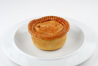 800px-Pork_pie_on_plate