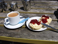 800px-Cornish_cream_tea_2