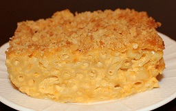 Baked_macaroni_and_cheese_close-up