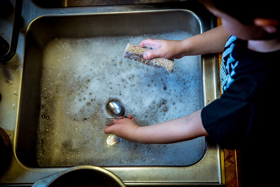 washing-dishes-1112077_960_720